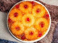 Обърнат ананасов сладкиш (кейк) с ром, мед и коктейлни черешки за десерт